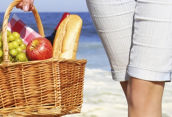 The most harmful meals you should avoid on the beach